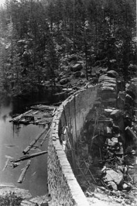 The original rock dam under construction at Big Bear Valley in 1884.