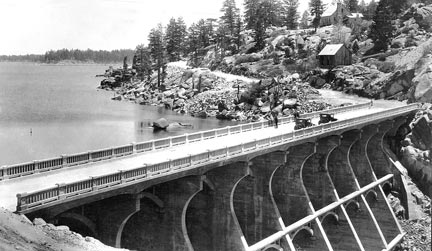 The multi arch dam at Big Bear Lake in 1914, before the bridge was added across the top. -- Rick Keppler Collection.