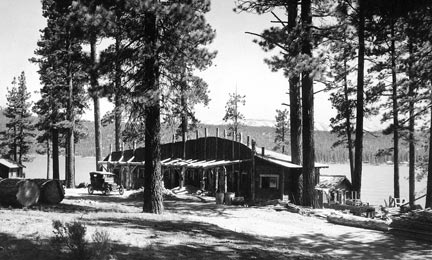 Moon Camp got it's name from the unusual crescent shape of it's main Pavilion.  The buildings shape was built to fit a curve in the highway. Rick Keppler collection.