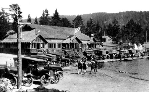 The original Stillwell's resort at Big Bear Lake in the 1920's, before it was destroyed by fire.  Compare to the photo below taken in the 1940's, after it was rebuilt. - Rick Keppler collection.
